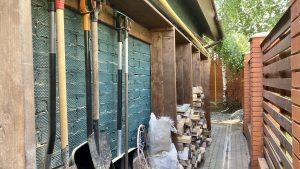 Бюджетный вариант хранения садового инвентаря. Идея для дома и дачи.