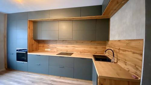 Изготовление кухонного гарнитура по индивидуальному проекту (1)